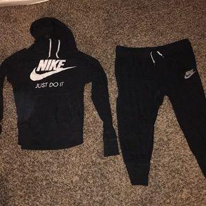 Nike women's sweatsuit